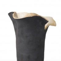 Prosty z rozchylającą się górą wazon ceramiczny