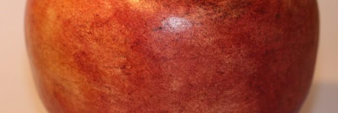 Forma kształtem i kolorem nawiązująca do jabłka. A może do brzoskwini? -:)
